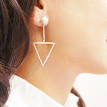 《禮賀》三角珍珠白耳環